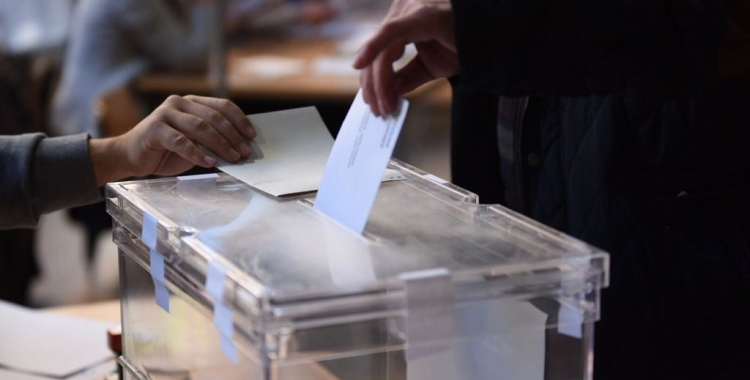 Sabadellencs exercint el seu dret a vot | Roger Benet