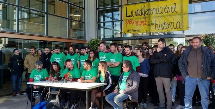 El col·lectiu Som 27 i més denuncia la repressió judicial. Foto: Som 27 i més