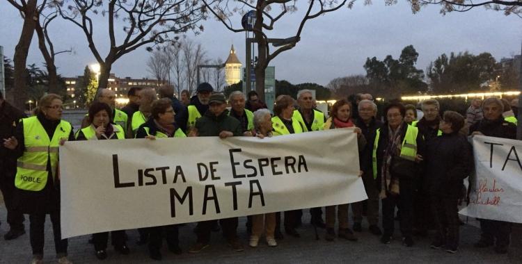 Els manifestants durant la mobilització al Taulí | Foto: Ràdio Sabadell