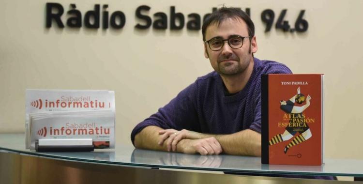 Toni Padilla als estudis de Ràdio Sabadell   Roger Benet