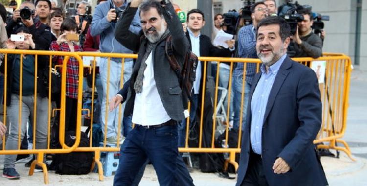 Cuixart i Sànchez a les portes del Tribunal Suprem. | Foto: ACN