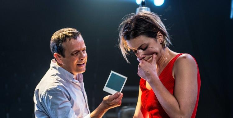 Mima Riera i David Bagés en un moment de Paraules Encadenades.   Foto: Ràdio Sabadell