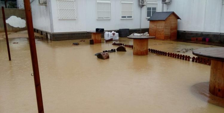 Estat dels barracons de Can Llong quan plou/ Cedida