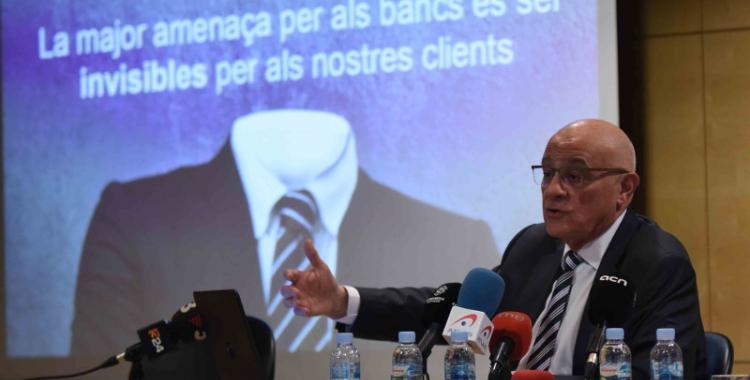 El president del Banc Sabadell, Josep Oliu, ha parlat de les perspectives econòmiques per al 2018 a la Cambra de Comerç. Foto: Roger Benet