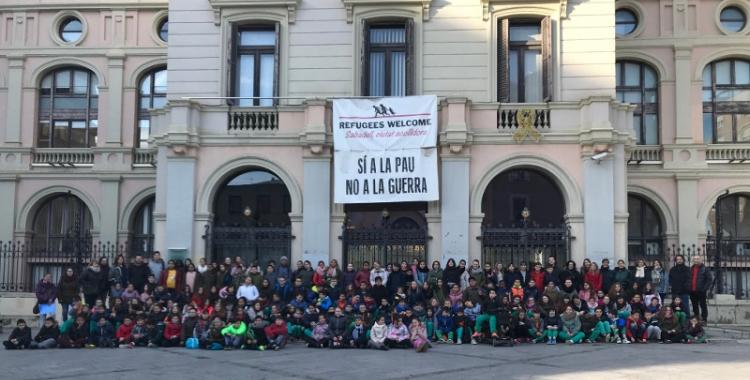 Els nens i nenes han estat rebuts a l'Ajuntament pels regidors d'Educació i Empresa i Treball.