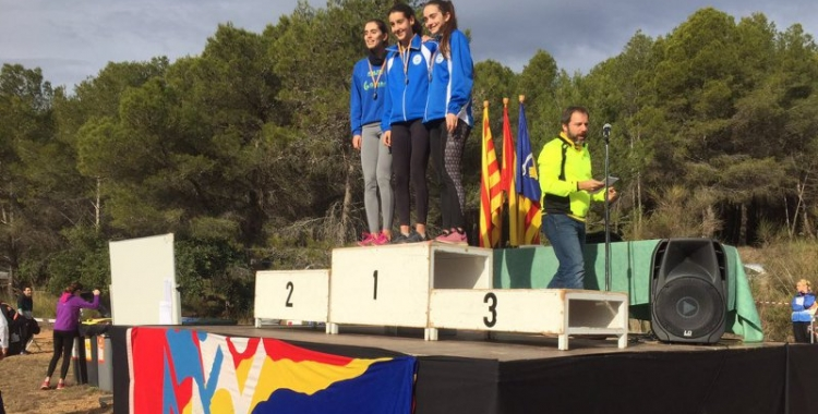 Laia Casajona, en aquesta foto en el més alt del podi, va acabar quarta a l'Estatal de Gijón de cros   Club Atletisme Gavà