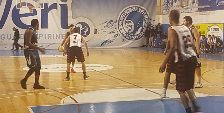 Marc Ollé (amb la pilota) tornarà a estar a disposició de Miguel Ángel Gómez