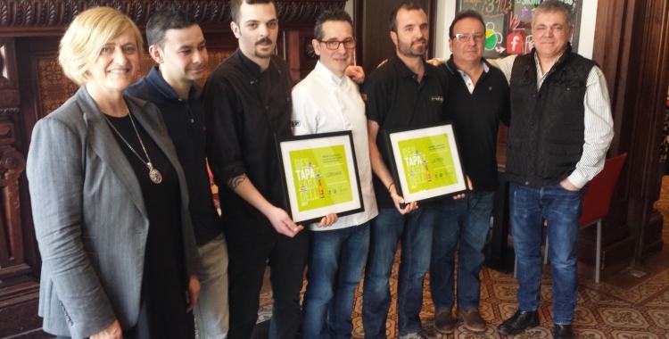 Els guanyadors del concurs amb els organitzadors del DesTapa't | Pau Duran