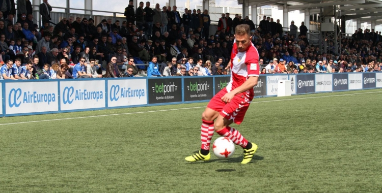 Àngel Martínez, en una acció del partit contra l'Atlètic Balears | Sendy Dihor