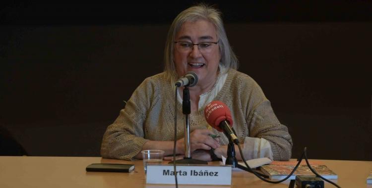 Marta Ibáñez durant la presentació del llibre   Roger Benet