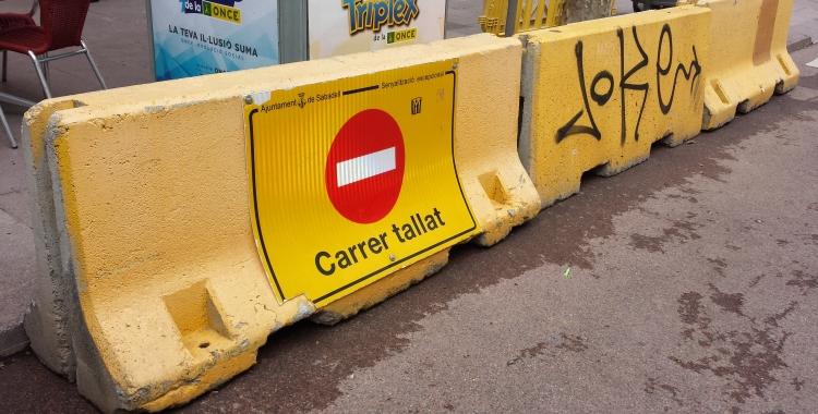 Pilones de formigó retirades a La Rambla | Pau Duran