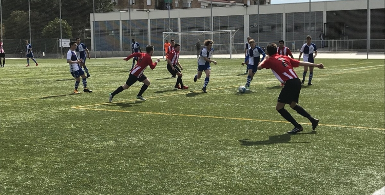 Roger Ligero, jugador arlequinat, en el derbi contra el Castellar   Roger Benet