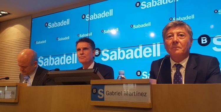 Jaume Guardiola (al centre) durant la roda de premsa de presentació de resultats