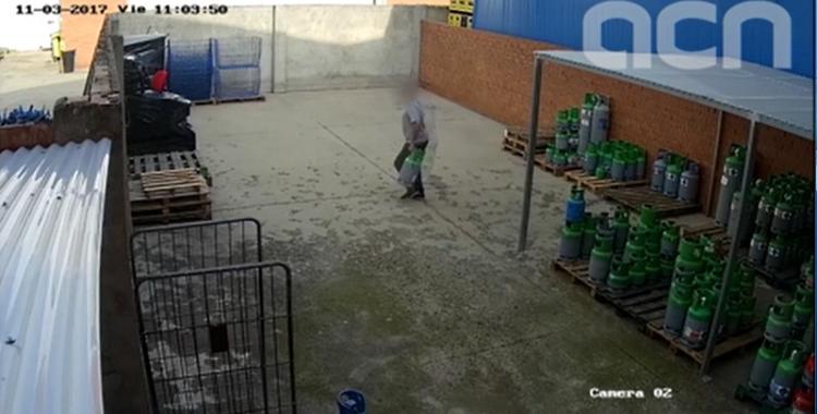 Imatge del vídeo d'un dels robatoris facilitats pels Mossos | ACN
