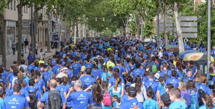 """Els assistents a la cursa s'han convertit en """"una onada"""" pels carrers de Sabadell/ Roger Benet"""