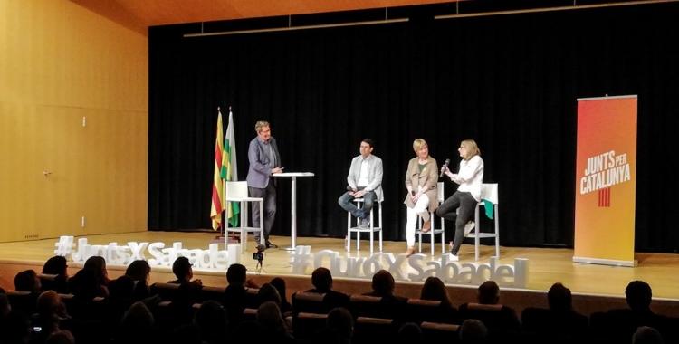 Castells, Ciuró i Artadi a l'escenari de l'auditori de l'Espai Cultura   Junts X Catalunya
