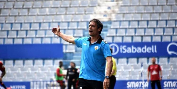 Toni Seligrat donant instruccions als seus jugadors | Crispulo D.