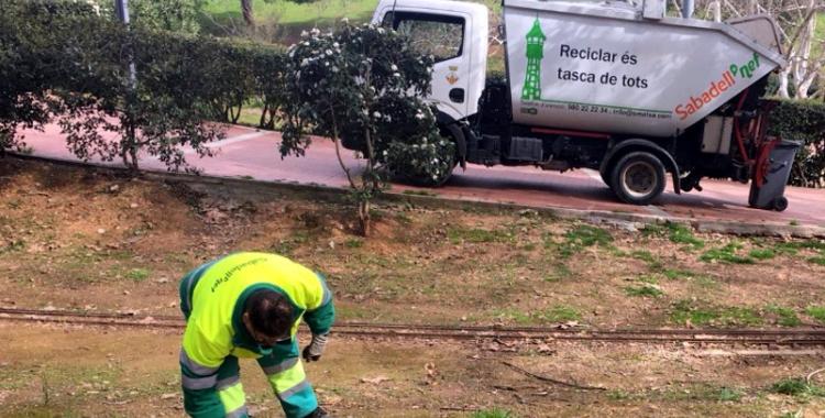 Un treballador de la neteja viària/ SMATSA