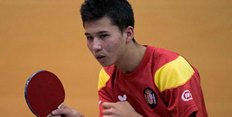 Albert Kenji Matusoka defensant els colors de la selecció espanyola