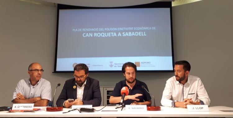 Regidors i el president de l'Associació d'Empresaris de Can Roqueta han presentat avui el pla de remodelació/ Karen Madrid