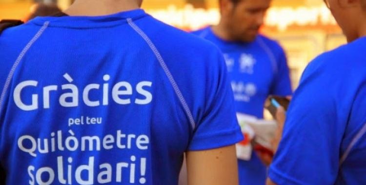 Imatge de la samarreta de la primera edició del Kilòmetre Solidari/ Esquitx