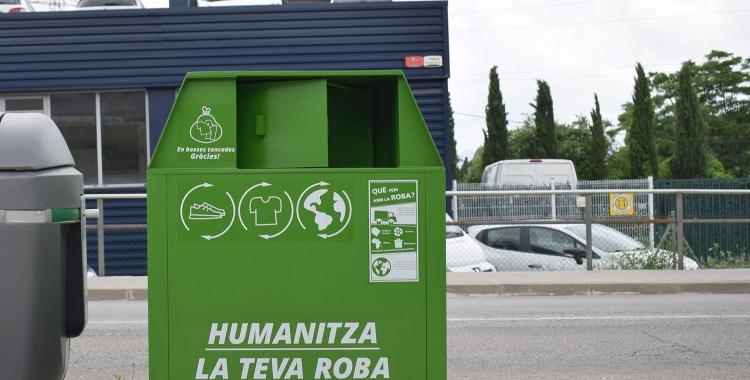 Contenidor on és diposita la roba usada | Humana