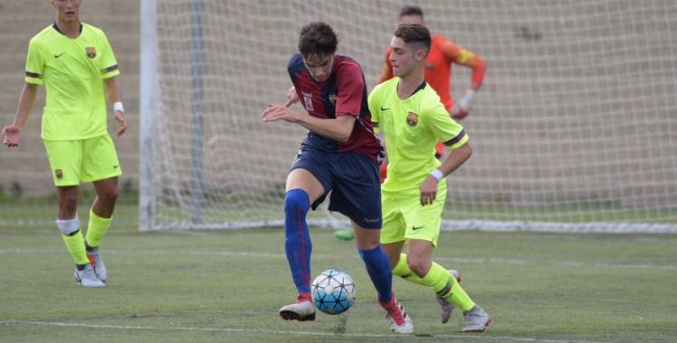 Poch, davanter centre del Mercantil, va ser un mal de cap per a la defensa del Barça | Roger Benet