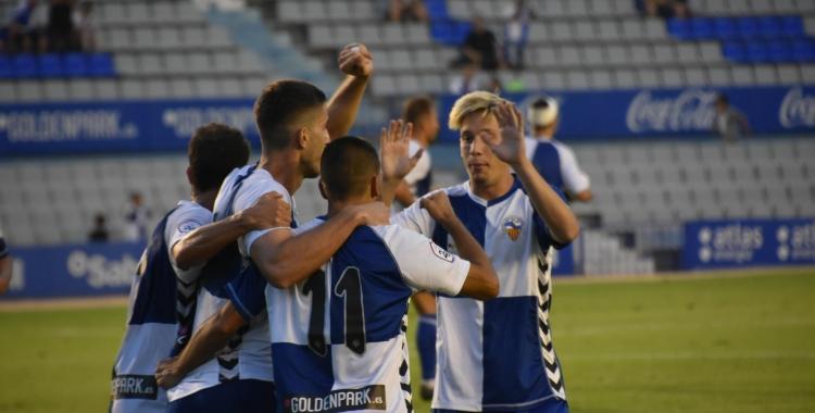 Els arlequinats esperen celebrar gols a la Nova Creu Alta contra l'Ontinyent | Crispulo D.