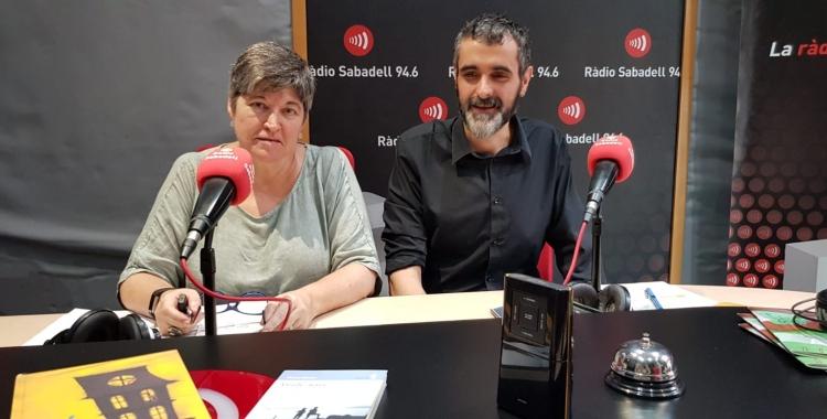 Burguillos i Nuria Camps, directora Biblioteca de Ponent, han presentat avuii els clubs de lectura a Ràdio Sabadell/ Raquel Garcia