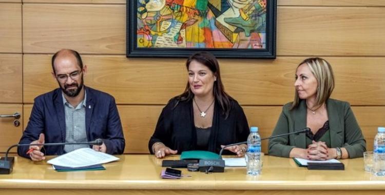 Maties Serracant, Sílvia Fuster i Eva Menor durant la signatura del conveni | Ajuntament de Sabadell