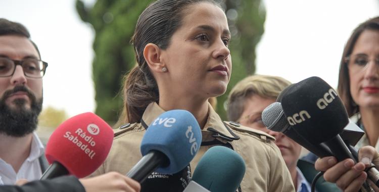 Arrimadas atenent els mitjans a Sabadell | Roger Benet