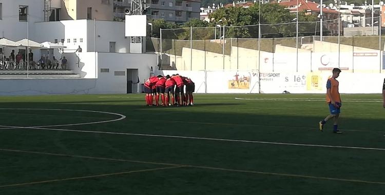 Els jugadors del Sabadell Nord fan pinya abans del partit contra el Lloret | @SabadellNord
