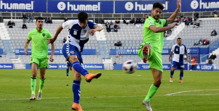 Querol anotant diumenge passat contra l'Atlético Levante el tercer gol del seu compte golejador particular   Críspulo Díaz