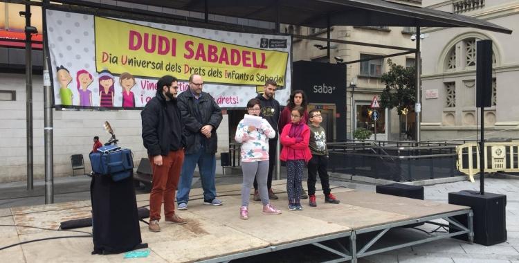La ciutat celebra el Dia Universal dels Drets dels Infants amb actes lúdics a la plaça Doctor Robert   Ràdio Sabadell