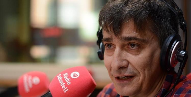 Lluís Perarnau, regidor de Serveis Municipals, aquest matí als estudis de Ràdio Sabadell | Roger Benet