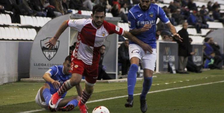 Óscar Rubio, en una acció de la temporada passada. El lateral dret arlequinat reapareix de la sanció a 'casa'   Sendy Dihör