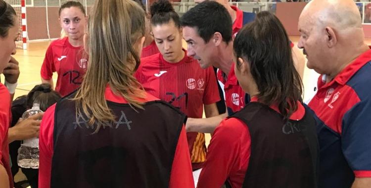 Paco Arjona donant ordres a les seves jugadores | Arxiu RS