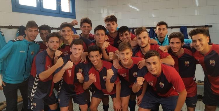 Els jugadors celebren la victòria contra el Gironès-Sabat | @CEMercantil