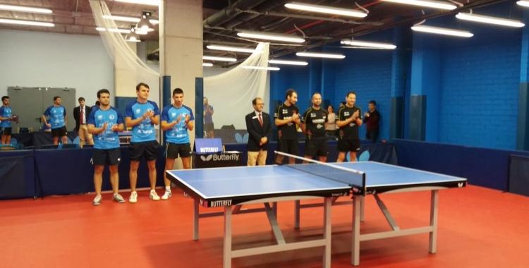 Els jugadors del CNS i el Marpex a l'inici de partit | @CNStennistaula