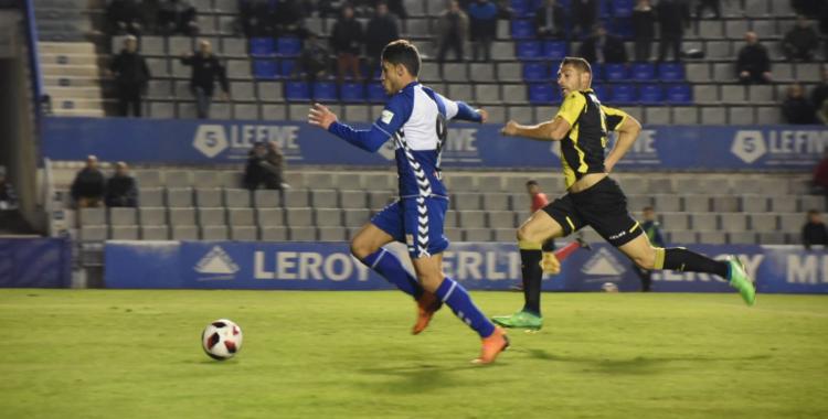 Néstor Querol, corrent cap a la porteria en el segon gol arlequinat | Críspulo Díaz