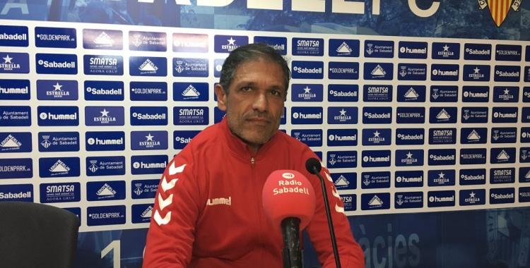 Toni Seligrat en roda de premsa a la Sala Miguel Quereda, prèvia al partit contra l'Alcoyano | Marc Pijuan