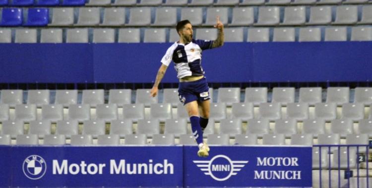 Domínguez salta per celebrar el golàs de falta de diumenge   Sendy Dihör