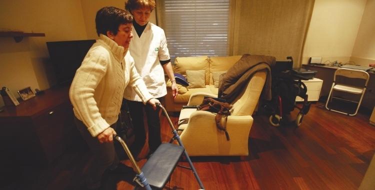 Uan treballadora d'atenció domiciliària | Cedida