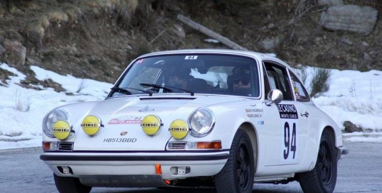 Nogareda i Giralt conduint el Porsche S Coupé de 1969 amb el que participaran en el Ral·li