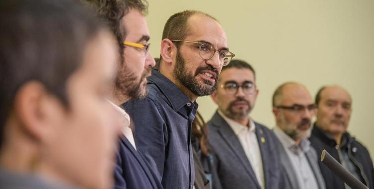 Maties Serracant anunciant la citació amb els regidors independentistes de l'Ajuntament | Roger Benet
