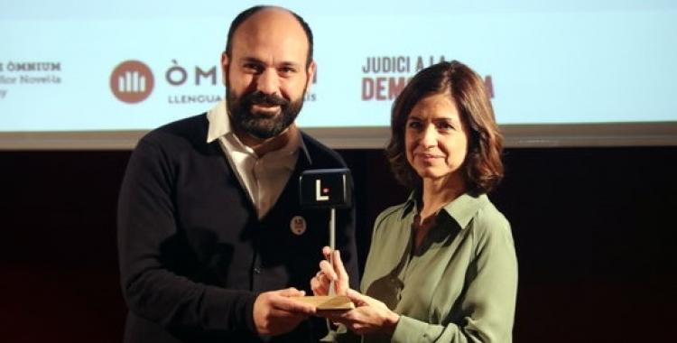 El vicepresident l'Òmnium, Marcel Mauri, i la guanyadora Marta Orriols | ACN