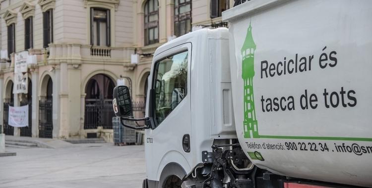 Vehicle d'Smatsa davant de l'Ajuntament | Roger Benet