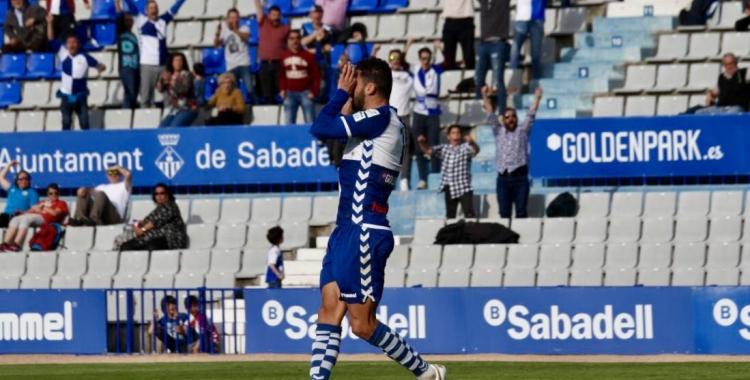 Arturo, celebrant el gol de la temporada passada contra el Villarreal 'B'... i l'últim a la Nova Creu Alta | Críspulo Díaz