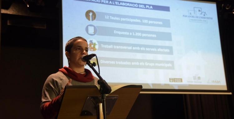 La regidora Glòria Rubio presentant el Pla Local d'Habitatge | Roger Benet