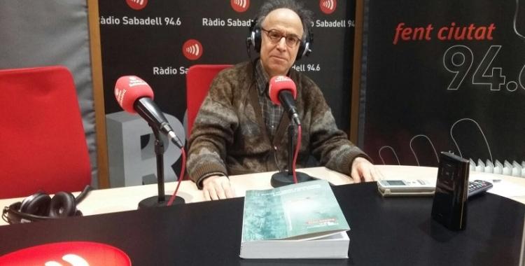 Benet Casablancas, als estudis de Ràdio Sabadell/ Arxiu